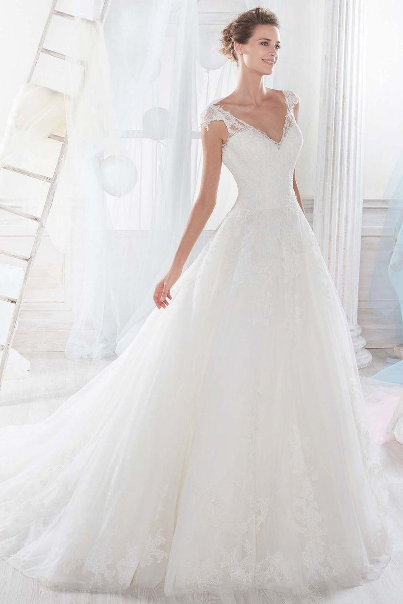 Vestidos de novia elegantes corte princesa con pedreria