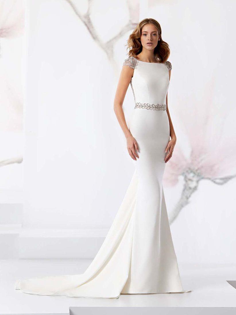c1377c4b2 10 escotes de vestido de novia que te hacen aún más guapa