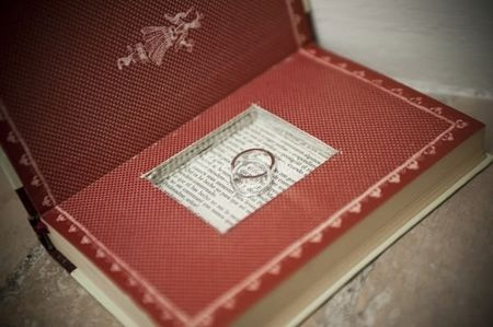 Cómo convertir un libro antiguo en un original porta alianzas
