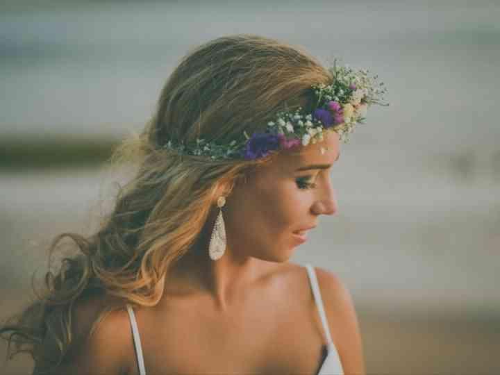 16 tocados de novia con flores para coronar tu gran día