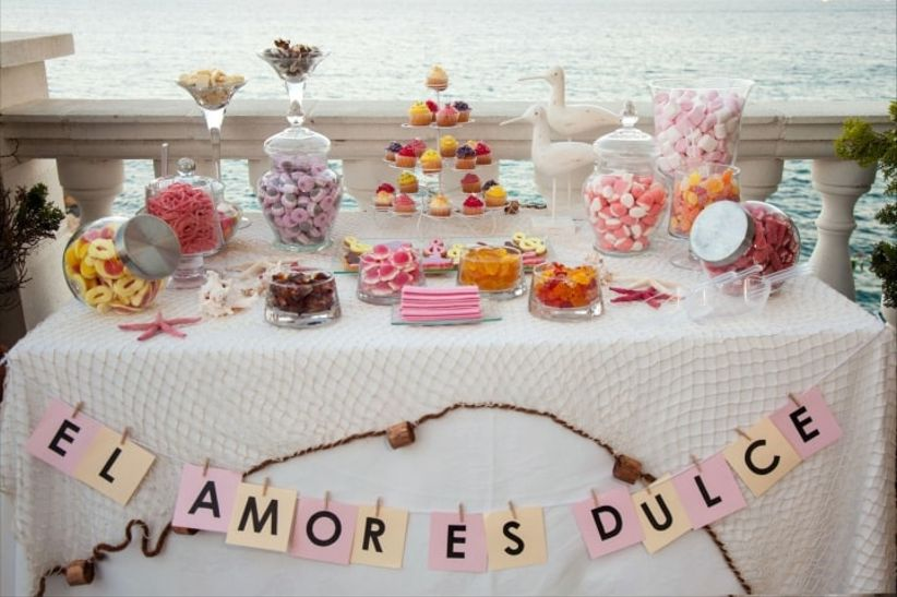 Ideas para un candy bar la mesa de dulces de tu boda for Decoracion para mesa dulce