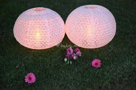 Cómo iluminar un jardín de boda