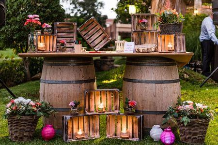 6 formas de incluir barriles de madera en vuestro enlace