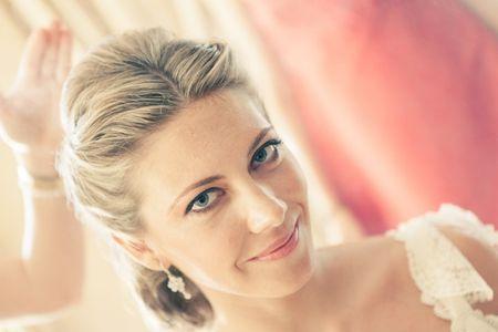 Consejos para elegir el peinado de novia perfecto seg�n el vestido