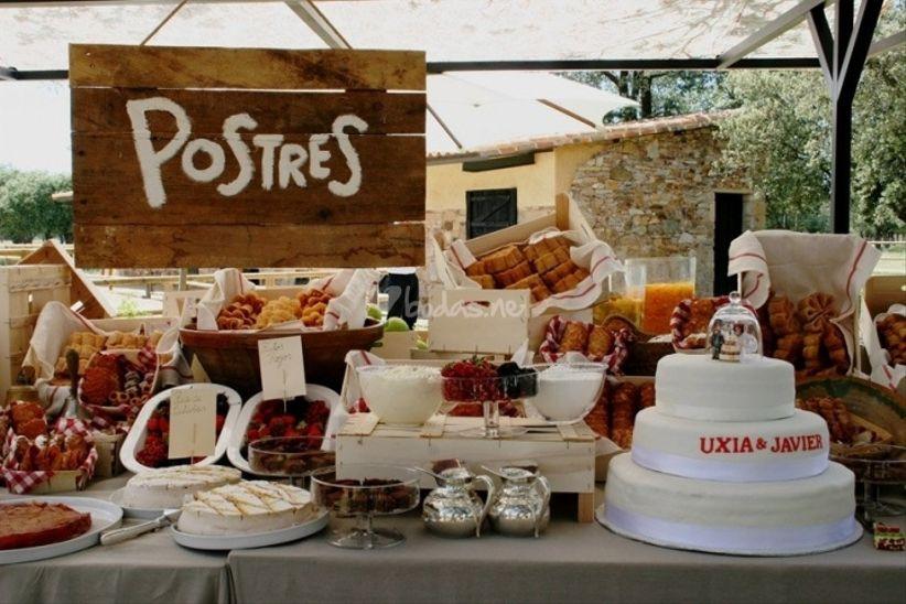 C mo montar un buffet de postres for Mesas de dulces para bodas precios