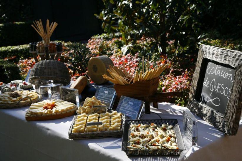 6 mesas bufet para sorprender a tus invitados - Mesa de quesos para bodas ...