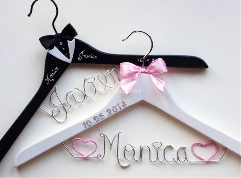Personaliza tu percha de boda for Colgadores para perchas