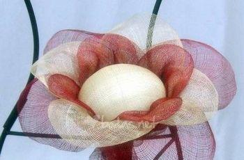 Cómo hacer una flor porta alianzas de sinamay