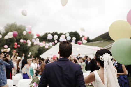 Apostad por una suelta de globos en vuestra boda: ¡5 ideas imprescindibles para saber cómo!