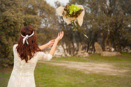 12 ideas originales para lanzar el ramo de novia