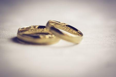 25 textos para grabar en tus alianzas de boda