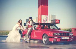Las fotos en el coche de novios