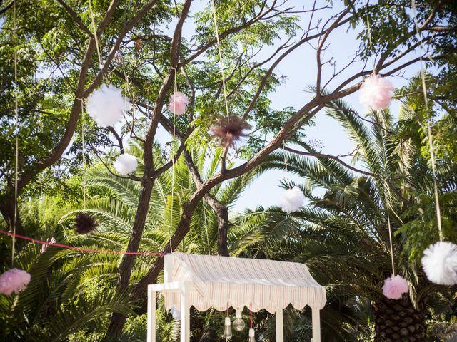 ¿Os apetece decorar el escenario nupcial con pompones?