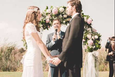 Arcos de flores para la decoraci�n de la boda