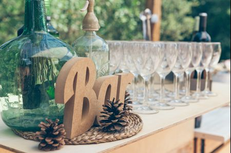 25 barras de bebidas con encanto para tu boda