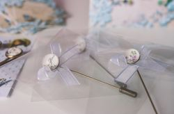 Alfileres de novia: el detalle de boda con más tradición