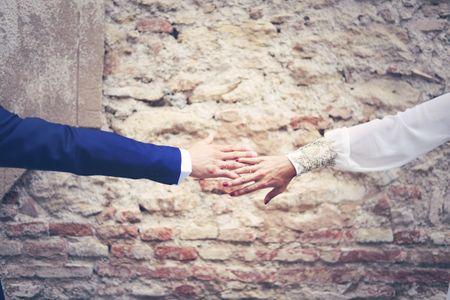 Cómo elegir las alianzas de boda según la forma de las manos