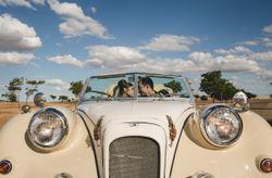 18 coches clásicos para tu boda: ¡encuentra tu favorito!
