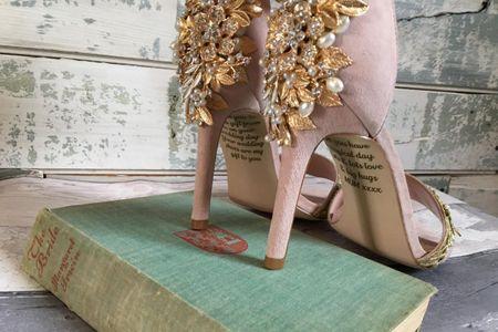 Una novia descubre un emotivo mensaje en sus zapatos de boda