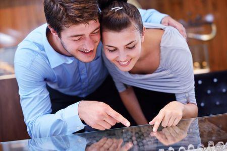 10 curiosidades que seguro que no sab�as sobre el anillo de compromiso