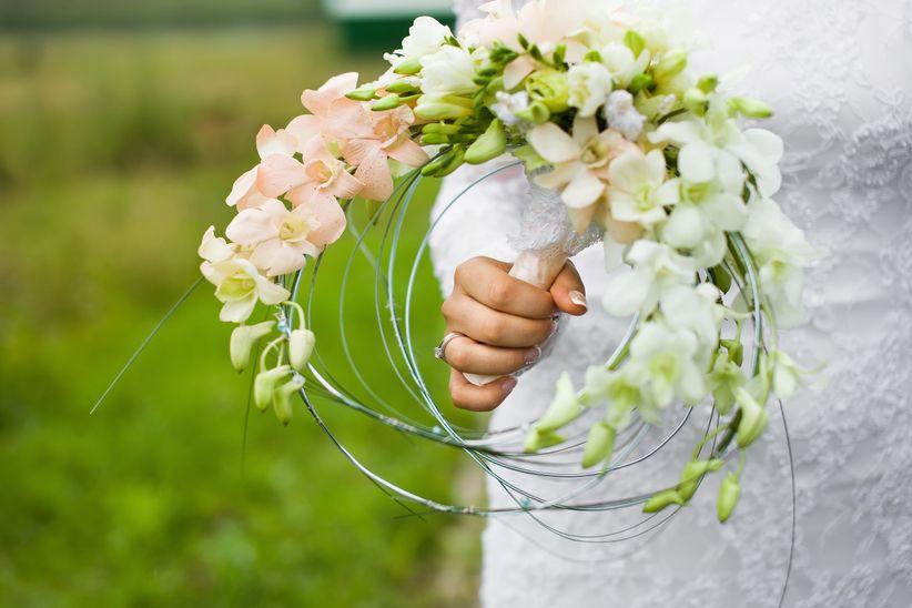 72eb2a2edc95 Ramos de novia a la última... ¡descubre los hoop bouquets!
