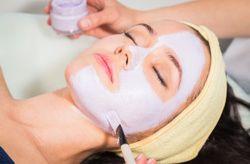 4 mascarillas caseras para tratar tu piel después del verano