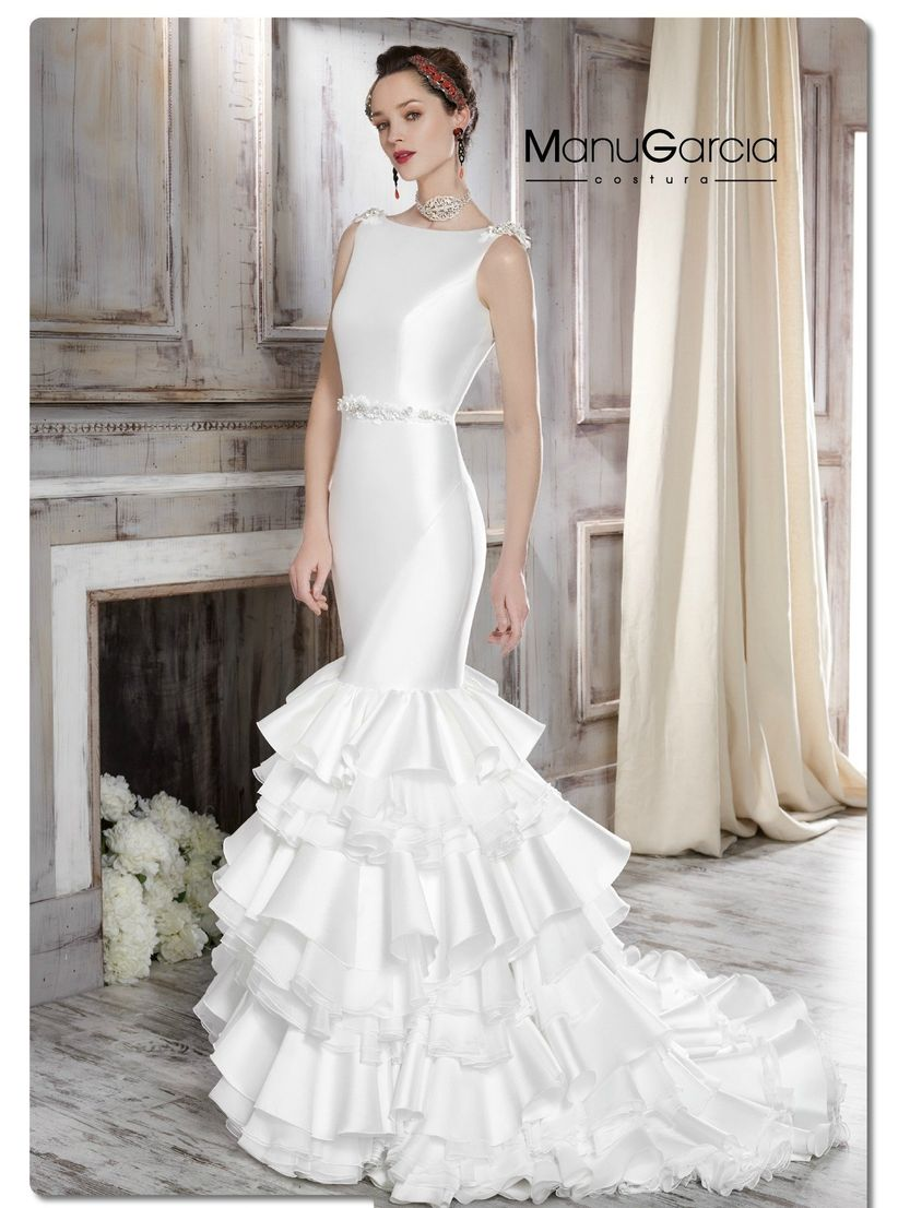 La firma italiana Nicole nos trae el siguiente vestido, el modelo NIAB16103 de su colección 2016. Una preciosa opción de tirante con escote en V y con los