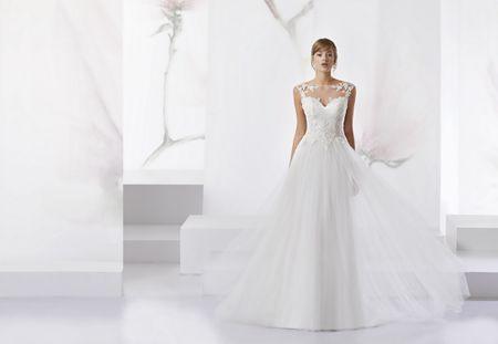 7 románticos vestidos con escote ilusión que te encantarán