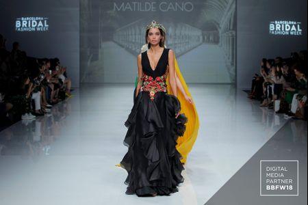 Vestidos de fiesta Matilde Cano 2019: un universo regio lleno de luz
