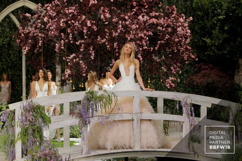 Pronovias Runway Show From Barcelona Bridal Week 2018: El Desfile De Vestidos De Novia Atelier Pronovias 2019