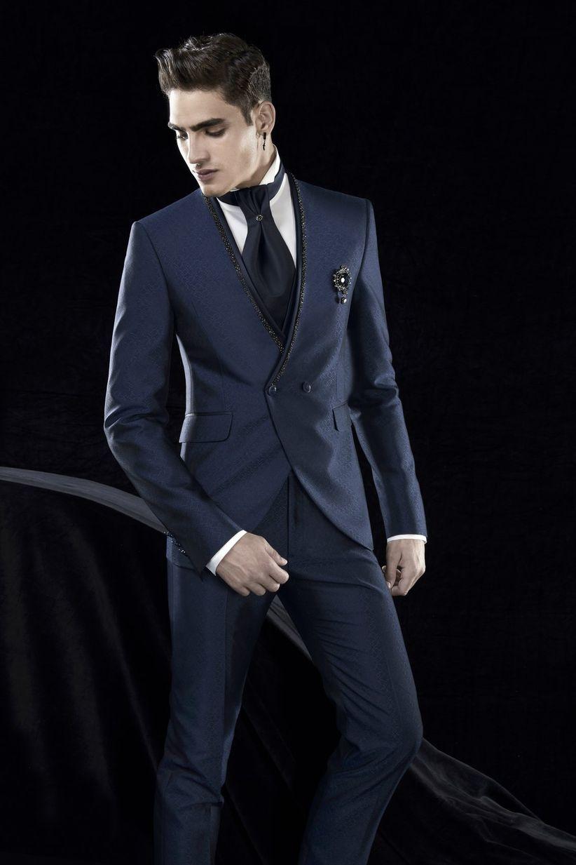 Trajes que son la representación perfecta de la elegancia y que consiguen  vestir al novio dandy con un look especial. Además 7fdbdfd8d77