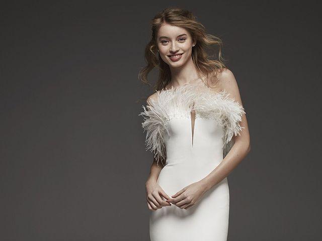 Looks de novia con plumas: vestidos y complementos