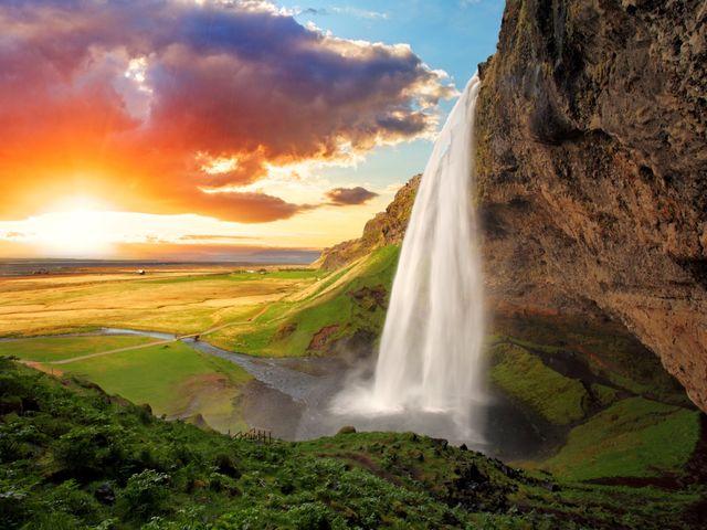 Luna de miel en Islandia: 8 maravillas en la tierra de hielo y fuego