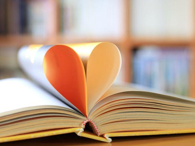 10 escritoras y poetisas de amor de todos los tiempos
