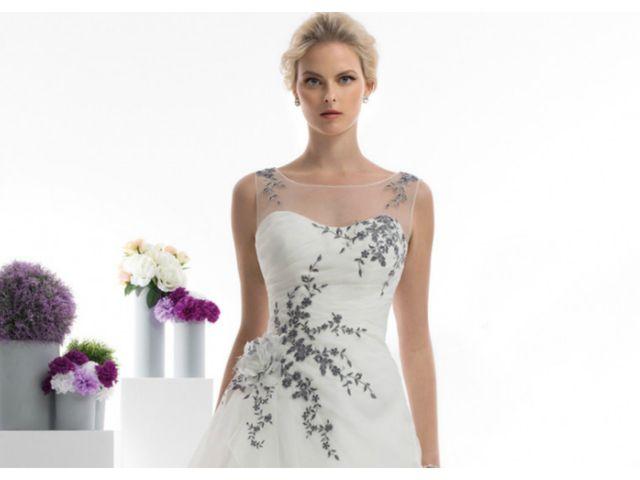 Vestidos de novia Oreasposa 2018: ¡Sí a un toque de color!