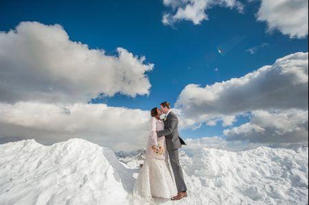 Kim y James: una boda de ensue�o entre la nieve y las nubes