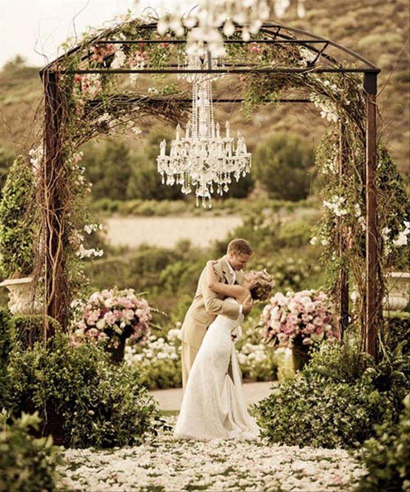 Breathtaking Bohemian Outdoor Wedding Altar: 6 Ideas Para Decorar El Altar De Tu Ceremonia Civil