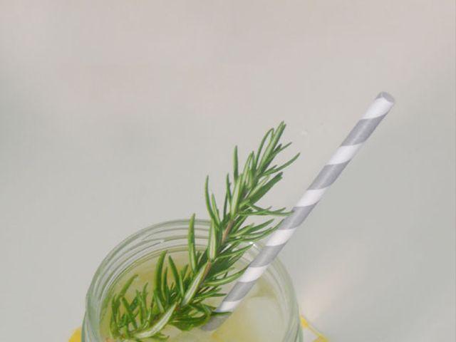 Limonada casera con romero