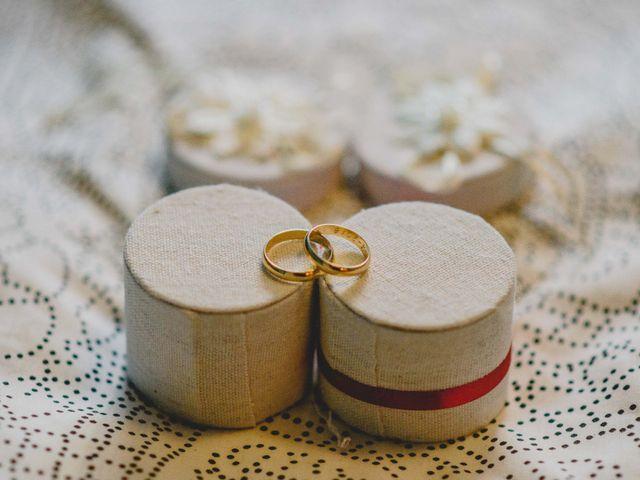Cómo limpiar el anillo de compromiso y las alianzas