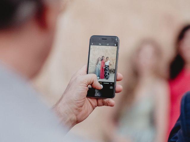 Sacad todo el partido a los móviles en vuestra boda