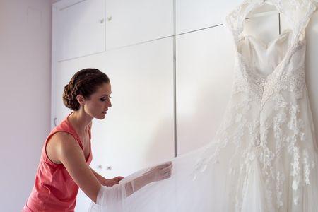 Todo lo que debes saber para cuidar tu vestido de novia