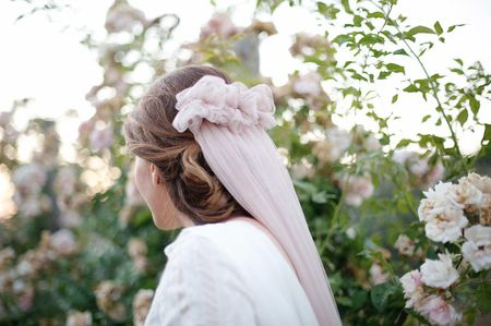 Lo último: velos de color para la novia
