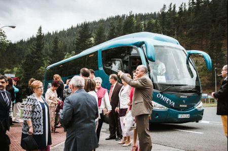 6 ventajas de contratar un autobús para vuestra boda