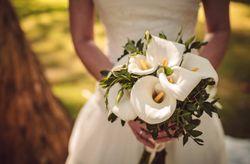 Ramos de novia con calas: 20 ideas en todos los estilos