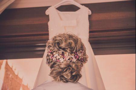 Moños con pelo rizado: buenas ideas para novias