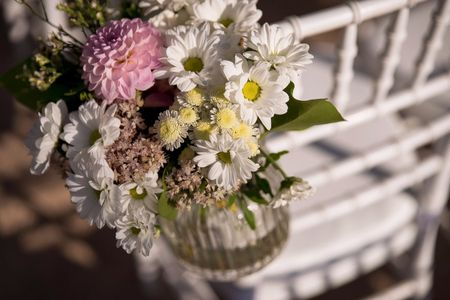 6 ideas low cost para decorar las sillas de vuestra boda