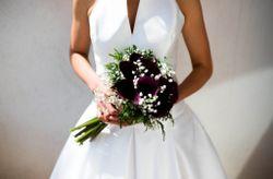 Cómo llevar tu ramo de novia con estilo