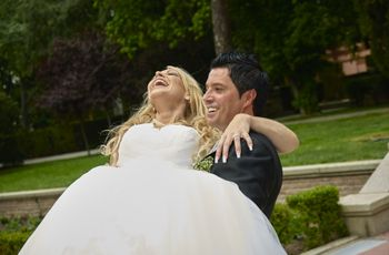 La tradición de llevar a la novia en brazos