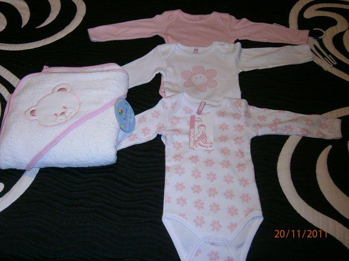Sus bodys rosas y su primera toalla