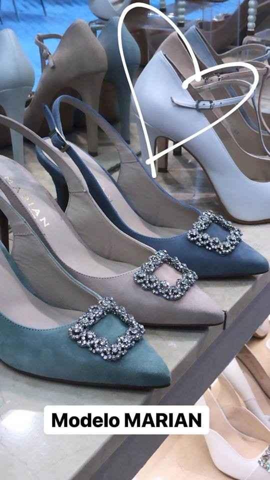 Los zapatos por delante ( los verdes)
